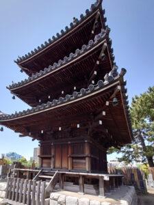 本光寺の三重塔