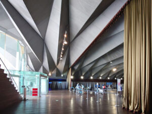 大さん橋国際客船ターミナルのホール